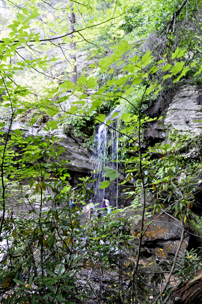 how to get to hanging rock falls